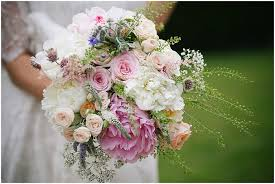 wedding flowers gloucestershire owlpen manor wedding gloucestershire blanch cotswold