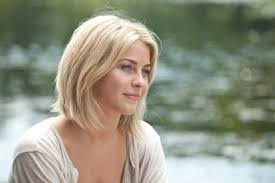 what kind of hairstyle does julienne huff have in safe haven safe haven star julianne hough had work little medium hair