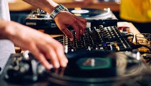 wedding band or dj ask these 10 questions before hiring your wedding band or dj