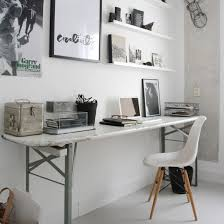 un bel espace de travail desks spaces and office spaces
