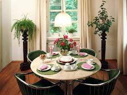 what shape of the dining table is best according to feng shui