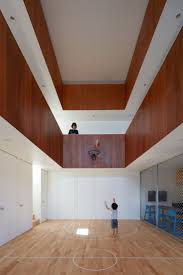 koizumi sekkei designs house in japan with basketball court at its