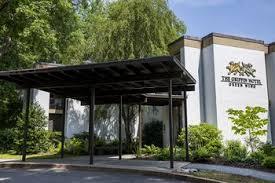 Pet Friendly Hotels near DeWitt Wallace Decorative Arts Museum in