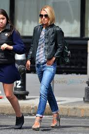 how does kelly ripa style her hair those shoes love them kelly ripa enjoys brunch with her family