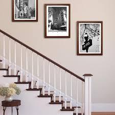 wandgestaltung treppenaufgang inside the lines bilder aufhängen im treppenaufgan couchstyle