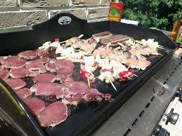cuisine au gaz cuisine au gaz la piscine est propre la terrasse aussi les meubles