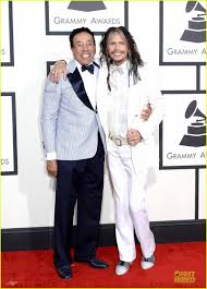 steven tyler sings to smokey robinson at grammys 2014 photo