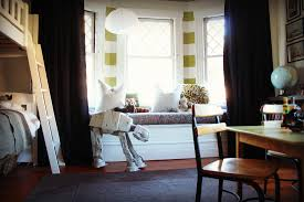 some tips for how to decorate a bay window in modern living room