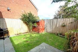 2 Bedroom House Basildon Meadgate Basildon 2 Bed End Of Terrace House For Sale 120 000