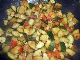 cuisiner courgettes poele recette de courgettes sautées a l ail et paprika