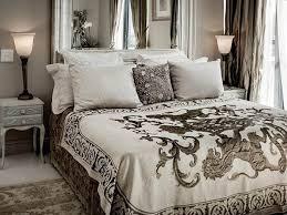 romantic white shabby chic bedroom design