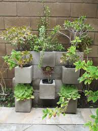 maceteros con blocks de cemento adornos para plantas