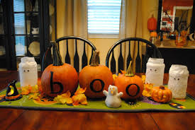 decorating halloween pumpkin boo word tabletop decorating ideas