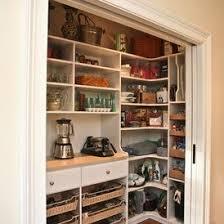 cellier cuisine cellier fermé par deux portes coulissantes justes mesures