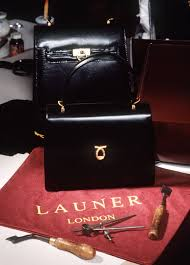 queen handbag queen elizabeth ii has more than 200 of these purses here s why