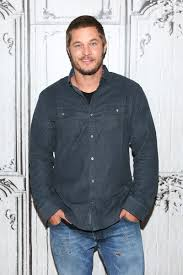 travis fimmel hair for vikings travis fimmel from calvin klein model to lumbersexual w magazine