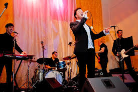 the wedding band how to choose a wedding band the wedding industry awards