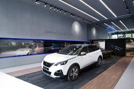 peugeot pars 2017 peugeot store in paris offers digital buying experience autodevot