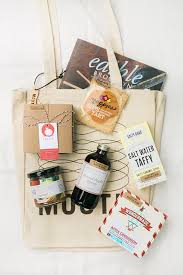 bridesmaids gift bags baysidebride thinks gift bags like our apple picking taster or
