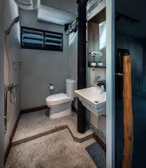 3 room hdb maybe chg door direction fir toilet bathroom