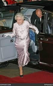 queen handbag handbag signals from queen elizabeth landlordrocknyc