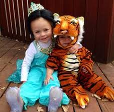 Cute Ideas For Sibling Halloween Costumes Crazy Cat Lady Toddler Halloween Costume And Her Baby Sister As A