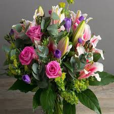 local flower delivery hyde winchester so23 7 local flower delivery joannes florist