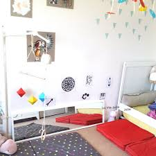 chambre bébé montessori aménagement chambre bébé montessori dormir par terre sans matelas