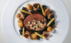 cuisiner le lievre royale de lièvre truffée à l ancienne salsifis poêlés par alain ducasse