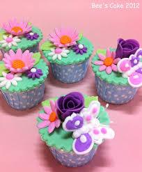flower fondant cakes bee u0027s cake flower cupcakes