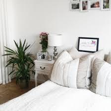 Schlafzimmer Einrichten Graues Bett Wohndesign Kleines Moderne Dekoration Alternative Optionen Fur