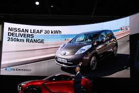 nissan leaf s vs sv 2016 nissan leaf range 107 or 155 miles why test cycles can be