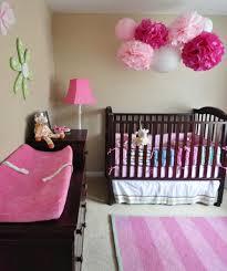 kinderzimmer deko m dchen babyzimmer dekorieren 38 ideen mit papierlaternen und pompoms