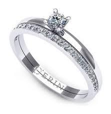 inel de logodna aur alb inel de logodna realizat din aur alb cu un safir oval si doua
