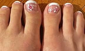 should you use acrylic or fake toenails to cover fungus