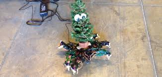 we are all this robot christmas tree dancing to ginuwine