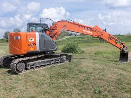 rear view of hitachi zaxis 135 us 88 84 net hp from a 264 cid