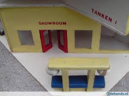 zeer mooie oude retro houten speelgoed garage 1960 te koop