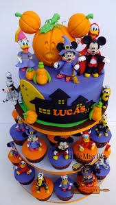 Halloween Decorations Usa by Best 25 Mickey Halloween Ideas That You Will Like On Pinterest