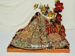 Indian Engagement Decoration Ideas Home Pin By Sarisisters On упаковка сари Saree Gift Packing Pinterest