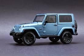 Diecast Hobbist 2012 Jeep Wrangler Arctic Special Edition