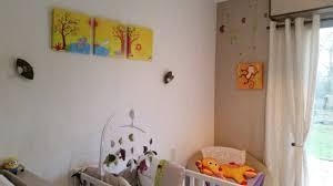 chambre a theme avec chambre de bébé décorée avec des tableaux sur le thème de la