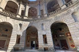 cortile palazzo farnese palazzo farnese a caprarola tuscia viterbese italy travel web