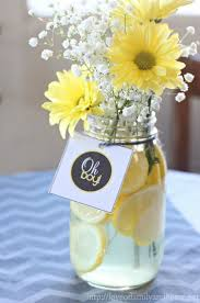 Baby Shower Table Decoration by Best 10 Yellow Baby Showers Ideas On Pinterest Cute Baby Shower