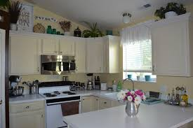 kitchen decorating ideas above cabinets mediterranean style
