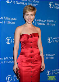 Snl Red Flag Scarlett Johansson U0026 Colin Jost Join U0027snl U0027 Cast At Museum Gala