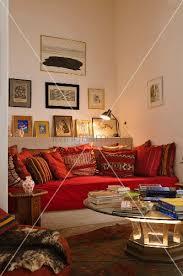 marokkanische sofa marokkanische sitzecke in einer wandnische mit bildergalerie über