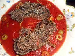 cuisiner du paleron de boeuf recette de paleron de boeuf sauce tomates aux olives vertes