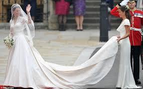 Alexander Mcqueen Wedding Dresses Kate Middleton U0027s Wedding Dress Designer Alexander Mcqueen Launches