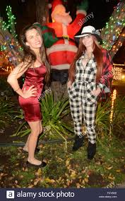 woodland hills christmas lights phoebe price and alicia arden visit candy cane lane in woodland